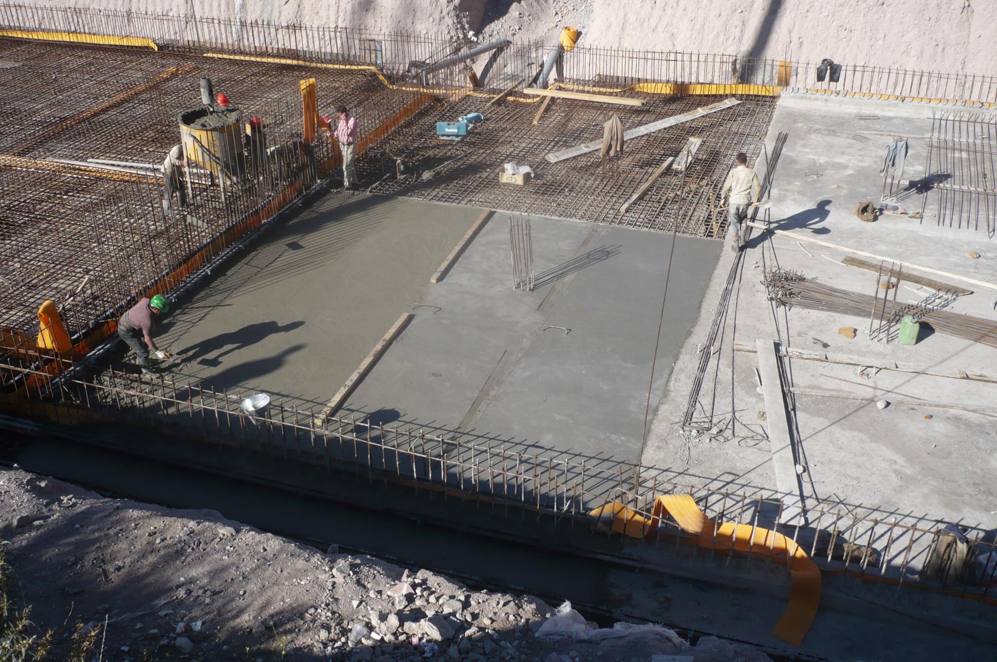 عملیات  احداث مخازن ۲۰۰۰ متر معکبی و خطوط انتقال و اصلاح آبگیر مشکین شهر